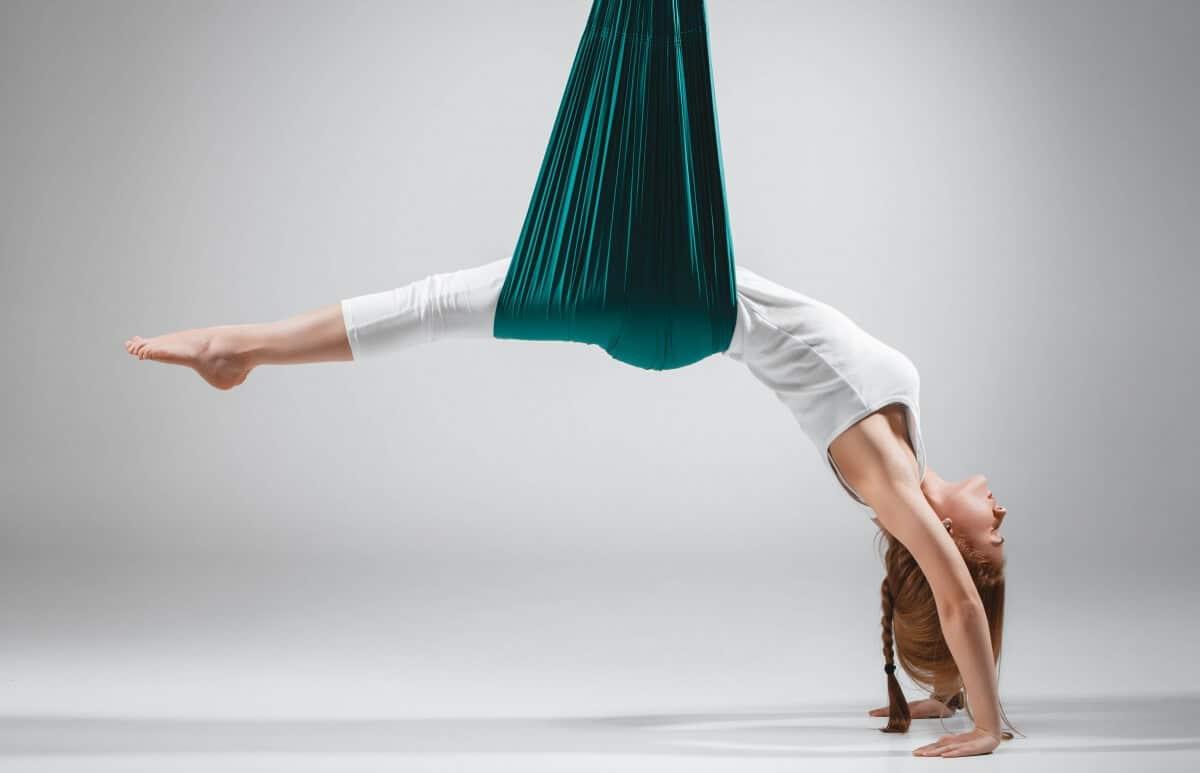Yoga in volo alla Palestra Bushi