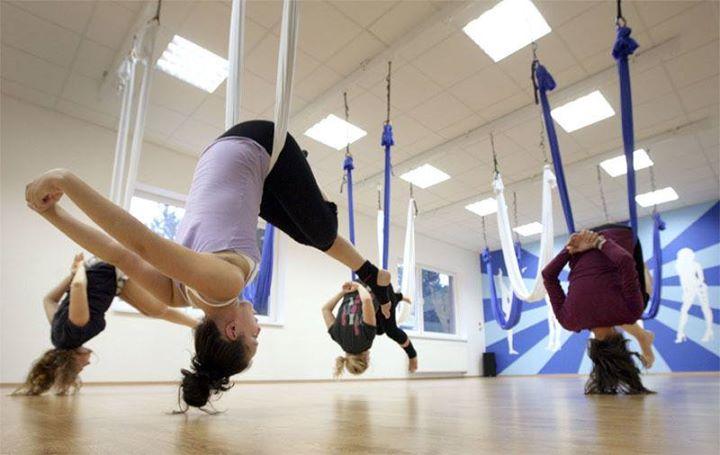 YOGA in VOLO Innovativa disciplina che permette il rivitalizzo di tutto il corpo… 23316338 1573071659415629 4564996531944568770 n