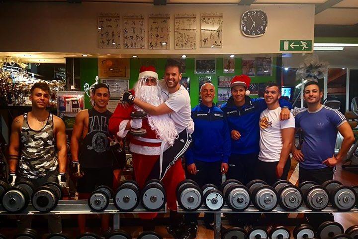 Buon Natale a tutti  #belliebrutti  dal  #teamBushi! mi raccomando  #nonmangiate… 25542431 1615537071835754 4927299782657006936 o 720x480