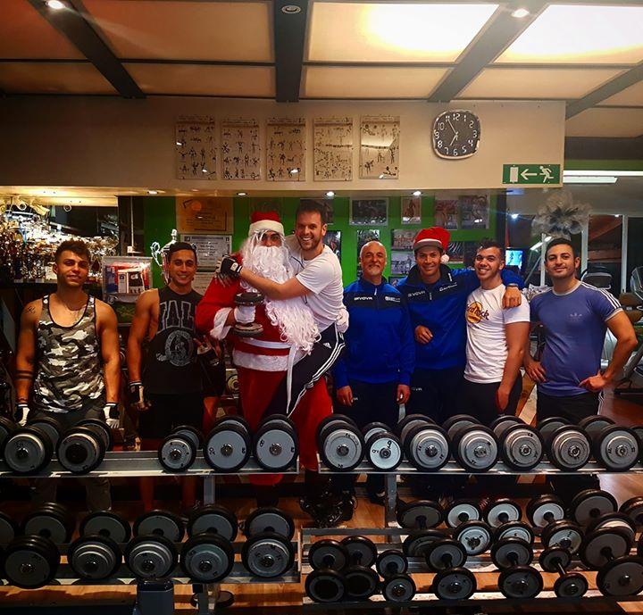 Buon Natale a tutti  #belliebrutti  dal  #teamBushi! mi raccomando  #nonmangiate… 25542431 1615537071835754 4927299782657006936 o